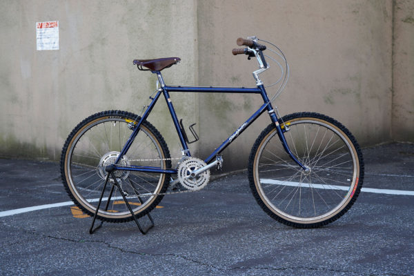 vintage mountain bike