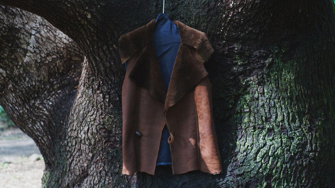 BLACKBIRD – sleeveless mouton jacket –